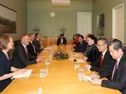 越南国会主席阮氏金银与澳大利亚众议院和参议院议长举行会谈