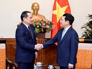 政府副总理兼外长范平明会见哈萨克斯坦副外长阿克尔别克