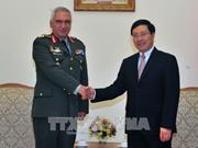 越南政府副总理兼外长范平明会见欧盟军事委员会主席科斯卡拉克斯