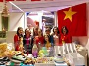 越南参加2017年第25届慈善义卖活动