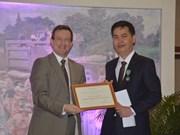 越南国家文书档案局局长荣获法兰西文学与艺术骑士勋章