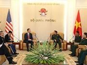 越南国防部部长吴春历会见美国新任驻越大使丹尼尔·克里滕布林克