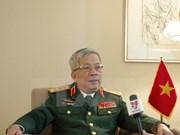 越南国防部副部长阮志咏会见日本首相安倍晋三特别顾问其浦太郎
