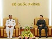 越南人民军总参谋长潘文江会见柬埔寨王家海军司令翁桑坎