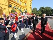 越老发表《联合声明》 重申两国特殊团结关系是两国人民的宝贵财富