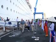 搭载6400多名游客的4艘豪华游轮陆续抵达岘港