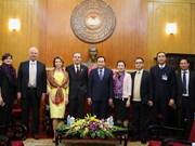 越南祖国阵线中央委员会主席陈青敏会见俄罗斯联邦社会院代表团