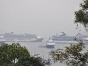 广宁省下龙市迎接4艘国际邮轮 承载游客6000多名