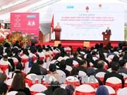 越南国家副主席邓氏玉盛向越南SOS儿童村授予一级劳动勋章