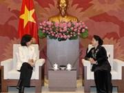 越南国会主席阮氏金银会见加拿大驻越大使平·基特尼克尼