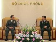 越南人民军总参谋长潘文江会见日本陆上自卫队参谋长山崎幸二