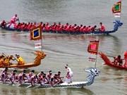 河内市首次在西湖举行赛舟比赛
