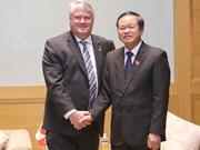 越南国会副主席杜伯巳会见加拿大议会代表团