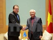 国会副主席汪周刘会见密克罗尼西亚联邦议会副议长
