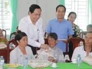 祖国阵线中央委员会主席陈青敏春节前走访慰问优抚对象和贫困户