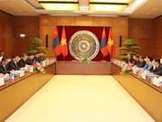越南国会主席阮氏金银与蒙古国家大呼拉尔主席恩赫包勒德举行会谈