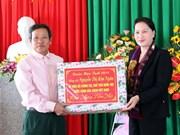 越南国会主席阮氏金银走访慰问河静省优抚对象