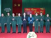 越南国会主席阮氏金银探访河江省边防部队指挥部