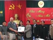 美国越南战争退役军人协会向广治省移交烈士遗骸档案