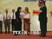 越南国家副主席邓氏玉盛出席前江省烈士家属独立勋章授勋仪式