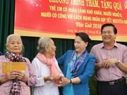 国会主席阮氏金银向隆安省优抚家庭和贫困群众拜年