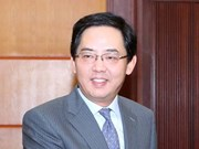 """向中国驻越大使授予""""致力于各民族和平友谊""""纪念章"""