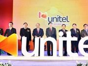 政府总理阮春福和老挝政府总理通伦到老挝星光电信公司参观访问