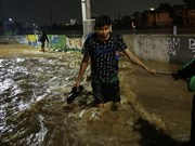 印尼雅加达大雨引发洪水  数千人疏散