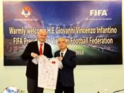 国际足联主席詹尼·因凡蒂诺承诺向越南足球发展事业提供协助
