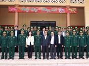 阮春福总理检查得农省武装力量战备工作