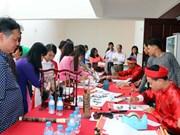 越南各地纷纷举行侨胞及其家属见面会