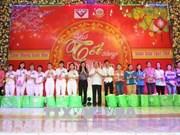 胡志明市领导与员工欢度新春佳节