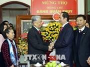 国家主席陈大光向邓君瑞中将祝寿