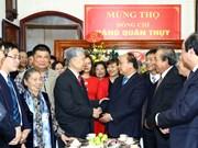 政府总理阮春福向国会原副主席邓君瑞中将祝寿