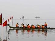 首次河内传统龙舟赛热闹举行 400名运动员参赛
