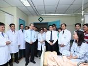 胡志明市领导走访慰问典范医务人员