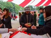 """""""零元春节市集""""为穷人送上温暖"""