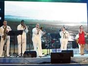美国海军第七舰队乐队参加在岘港市进行文艺演出