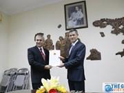 越南向印尼新任胡志明市总领事授予领事认证