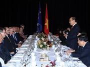 阮春福与澳大利亚企业代表会面