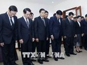 老挝党和国家领导前往越南驻老挝大使馆吊唁越南前政府总理潘文凯