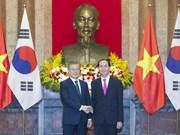 越南国家主席陈大光同韩国总统文在寅举行会谈