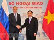 越俄两国外长举行会谈