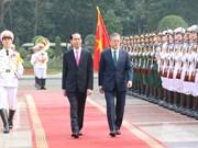 陈大光举行仪式欢迎韩国总统文在寅到访