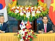 韩国总统文在寅圆满结束对越南进行的国事访问