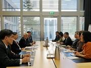 越南国会对外委员会主任阮文酉会见泰国国家立法议会第一副议长素拉差