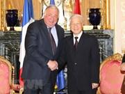 越共中央总书记阮富仲会见法国参议院议长