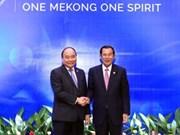 政府总理阮春福与柬埔寨首相洪森举行双边会晤