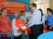 越南祖国阵线中央委员会主席陈青敏向茶荣省高棉族同胞拜年