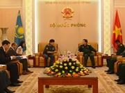 越南国防部部长吴春历大将会见哈萨克斯坦国防部副部长